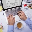 Anzeige: Mit diesen 4 Tipps hat das Schreibtisch-Chaos ein Ende