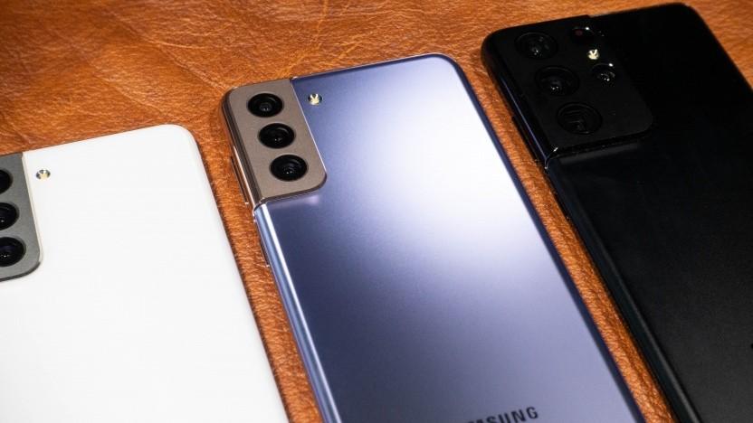 Unter anderem die Galaxy-S21-Modelle bekommen länger Updates - das gilt aber auch für preiswertere Smartphones.