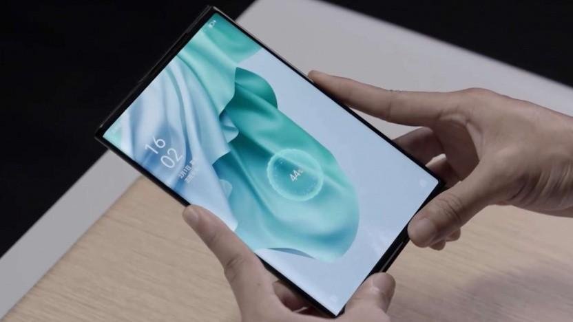 Oppos aufrollbares Smartphone lädt drahtlos über eine Entfernung von mehreren Zentimetern.