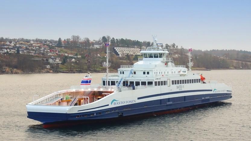 Die Bastø VI fährt bislang mit Dieseltreibstoff, doch schon im September soll auch diese Fähre auf einen Elektroantrieb umgestellt werden.