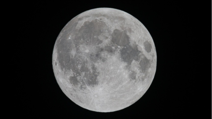 Der Mond (Symbolbild): eine Station auf der Mondoberfläche oder in der Umlaufbahn