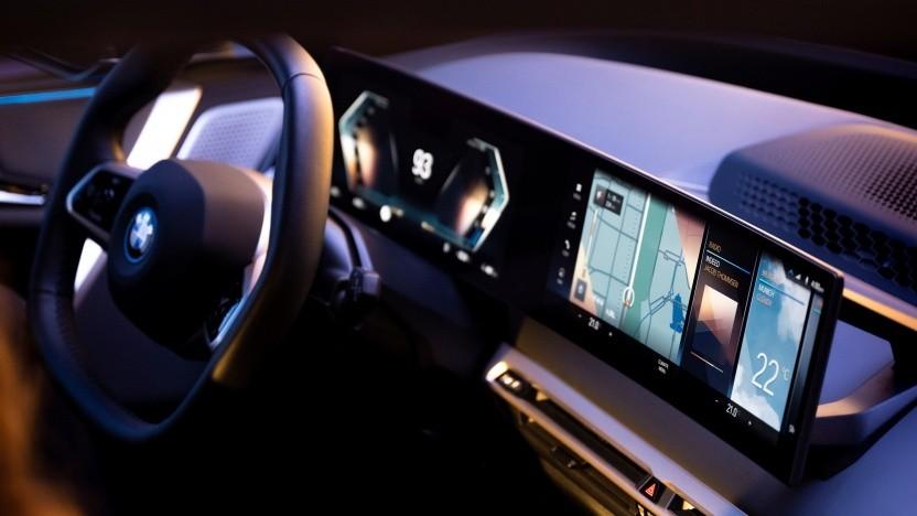 BMW iDrive: Ein gebogener Bildschirm und weniger Tasten und Schalter