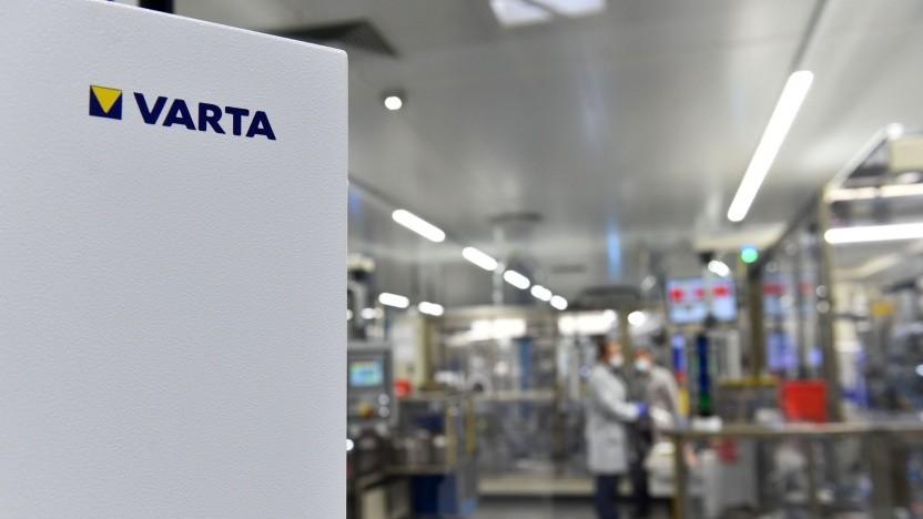 BLick in eine Fabrik von Varta: Pilotproduktion von 2170-Zellen in Ellwangen.