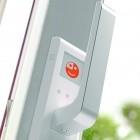 Vodafone: Fenstergriff mit SIM-Karte erinnert für 220 Euro ans Lüften