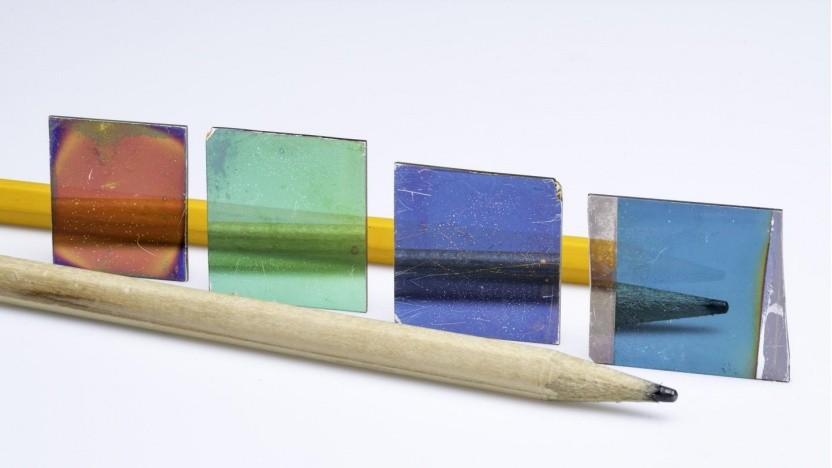 US-Forscher haben eine optische Beschichtung entwickelt, die in Reflexion (im Bild) und Transmission die gleiche Farbe aufweist.