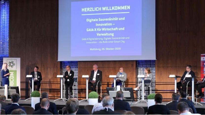Panel-Diskussion zum Thema Digitale Souveränität und Innovation - GAIA-X für Wirtschaft und Verwaltung.