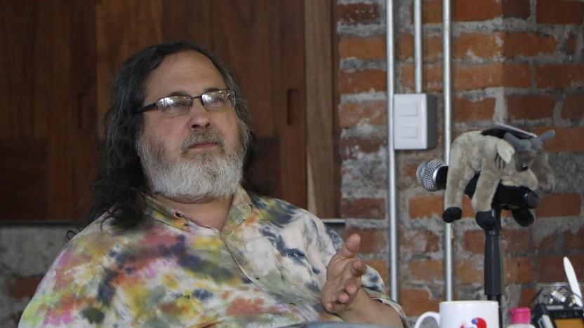 Richard Stallman und der FSF-Vorstand werden zum Rücktritt aufgefordert.