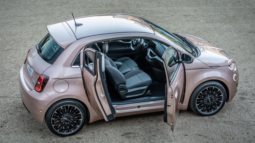 Den elektrischen Fiat 500 gibt es mit einer zusätzlichen Tür auf der Beifahrerseite.