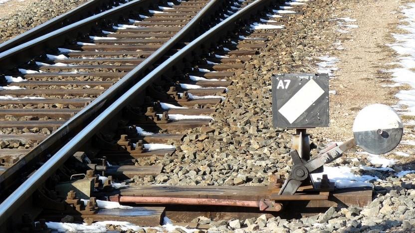Es ist mit Feature Flags ein bisschen wie im Bahnverkehr: Wenn man vergisst, die Weiche wieder zurückzustellen, kann ein Unglück passieren.