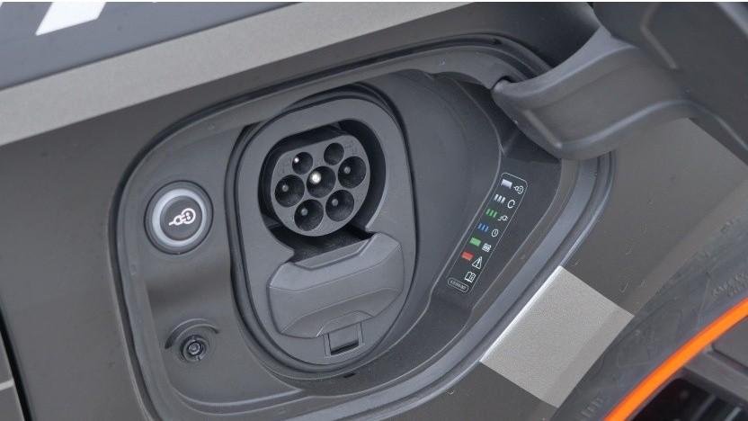 Die Bundesregierung gibt sehr viel Geld für die Kaufprämie für Elektroautos aus.