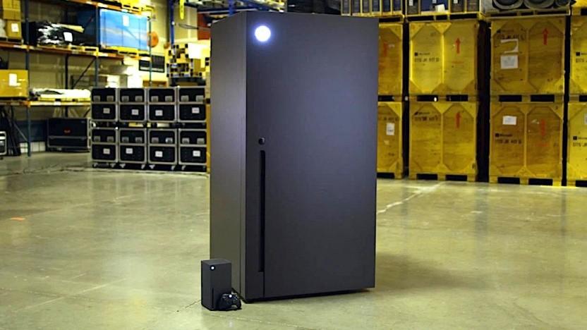 Der erste Xbox-Series-X-Kühlschrank. Das kleine Gerät ist die echte Xbox.