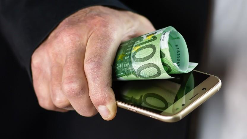 Telekom und Co. wollen weitere Versteigerungen im Mobilfunk verhindern.