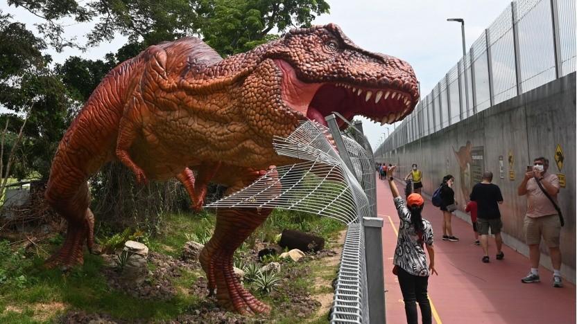 T. Rex dann doch lieber nur als lebensgroßes Modell (hier in Singapur)