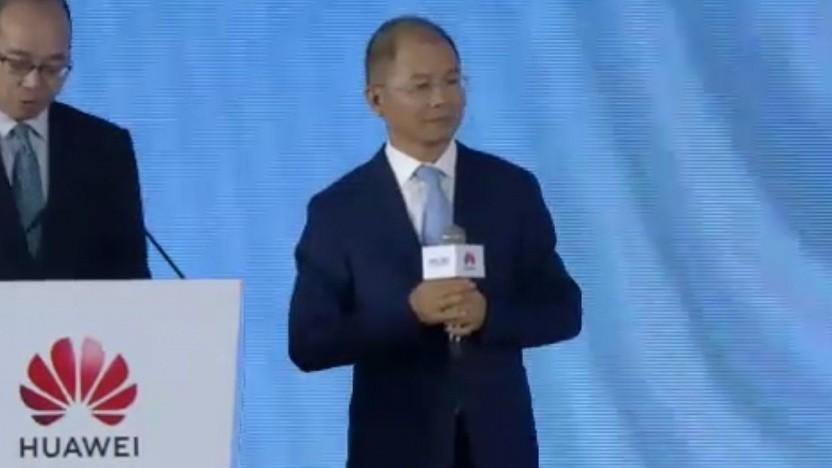 Huawei-Chef Eric Xu (rechts im Bild) mit Übersetzer.