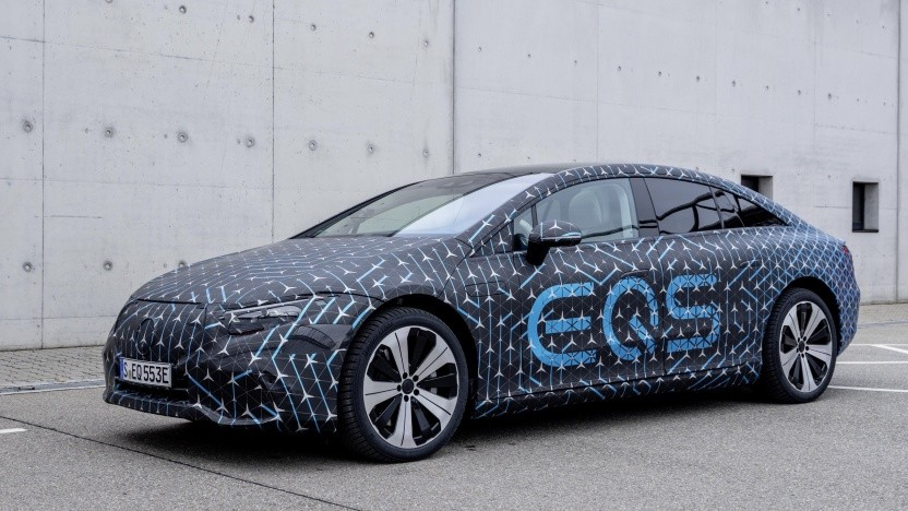 Elektroauto Mercedes EQS: noch teilweise getarnt