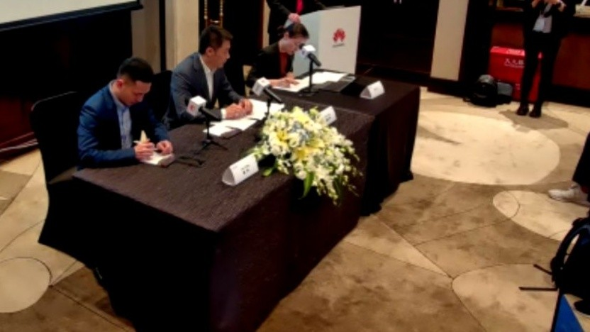 Peng Honghua (Mitte), President 5G Domain bei Huawei