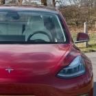 Insassen tot: Tesla kracht wohl fahrerlos gegen Baum