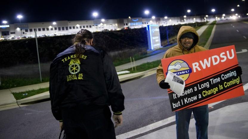 Gewerkschaftler vor dem Versandzentrum in Bessemer: A change is gonna come
