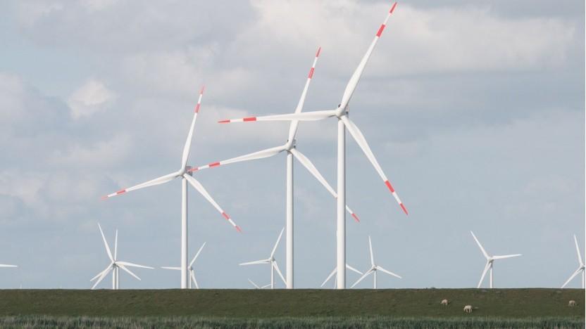 Windräder: Die Kosten sind seit 2015 stärker als angenommen gesunken.