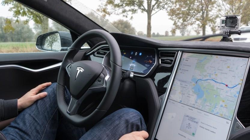 Tesla Model S im Autopilot: Das Auto bemerkte nicht, dass der Fahrersitz leer war.