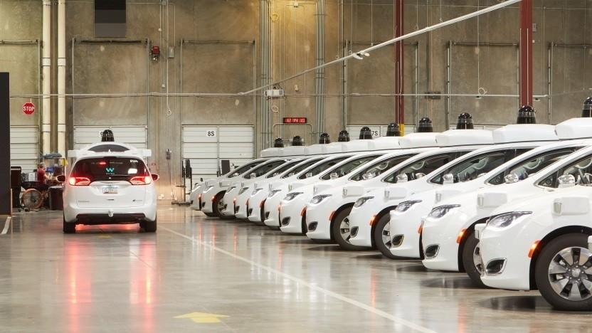 Selbstfahrende Taxis von Waymo (Symbolbild): 100 Millionen US-Dollar Verlust im Jahr