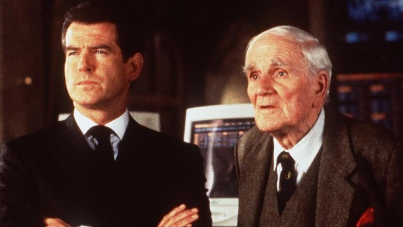 James Bond und Q - hier gespielt von Desmond Llewelyn