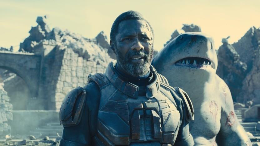 Bloodsport (Idris Elba) und King Shark (gesprochen von Sylvester Stallone) in The Suicide Squad, der am 6. August 2021 herauskommt