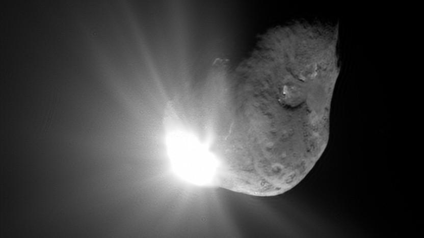 Die Mission Deep Impact zeigte, dass kleine Geschosse große Krater erzeugen können.