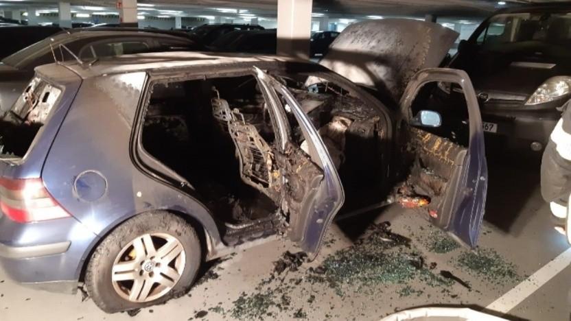 Der Brand dieses VW Golf führte zu einem vorübergehenden Elektroauto-Verbot in der Tiefgarage.