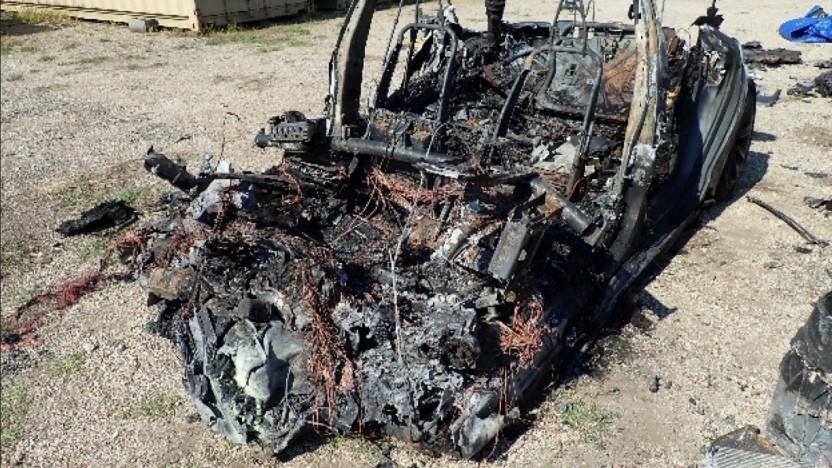 Foto des ausgebrannten Unfallfahrzeugs