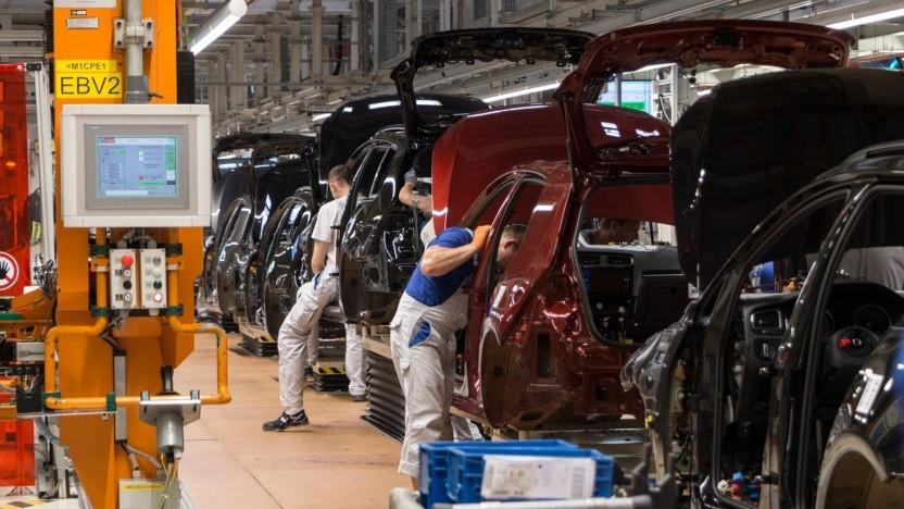 Autoproduktion bei VW (Symbolbild): eigene Fertigungslinie und sinkende Akkupreise