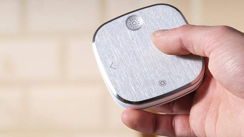 Styrbar hat eine Oberfläche aus Aluminium.