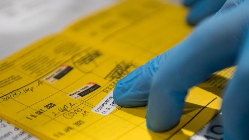 Der gelbe Impfpass ist nicht besonders fälschungssicher.