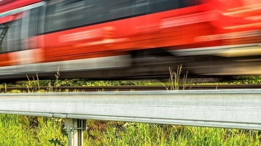 Die Kabelschächte für Glasfaser der Bahn sind leicht zugänglich, aber auch ungeschützt.