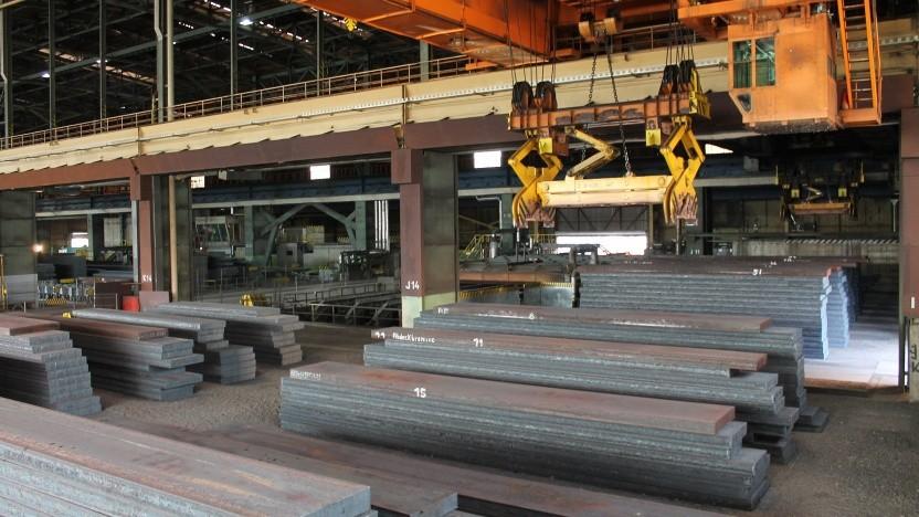 Die Stahlindustrie - hier Arcelor Mittal in Eisenhüttenstatt - verursacht extrem hohe Kohlendioxid-Emissionen.