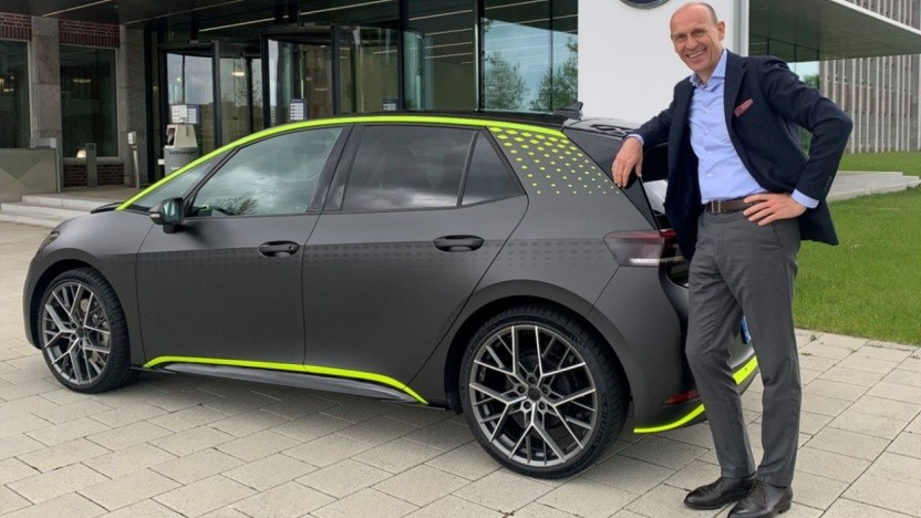 "VW-Chef Brandstätter mit dem ID.X: ""Spaß an der Entwicklung leistungsstarker E-Autos entdeckt"""