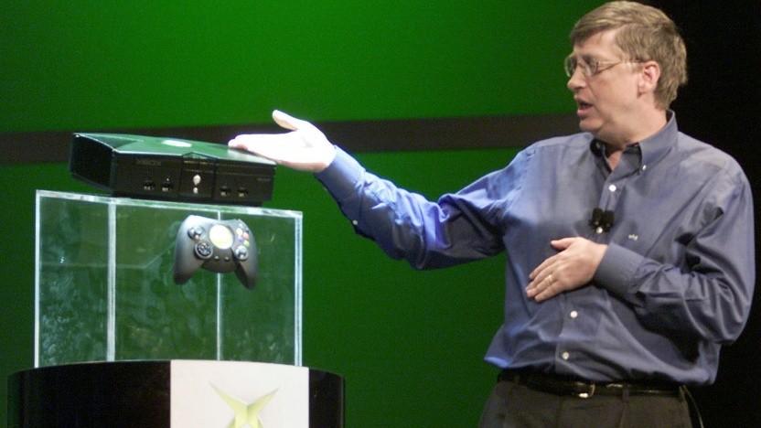 Bill Gates enthüllt die Xbox auf der CES 2001.