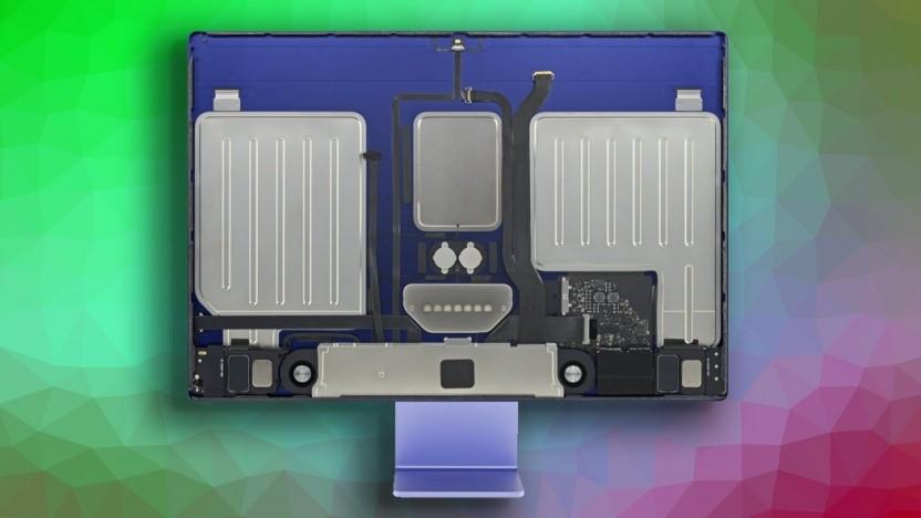 Die zwei großen Metallplatten gehören zum Lautsprechersystem.