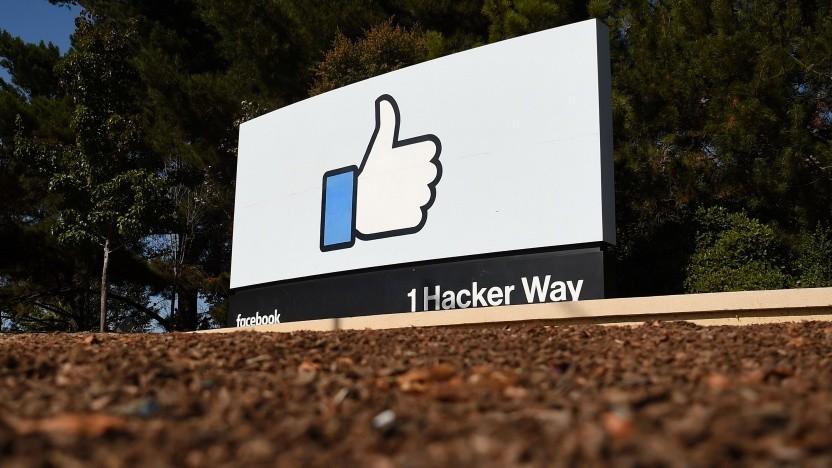 Like-Symbol beim Hauptquartier von Facebook in Menlo Park, Kalifornien