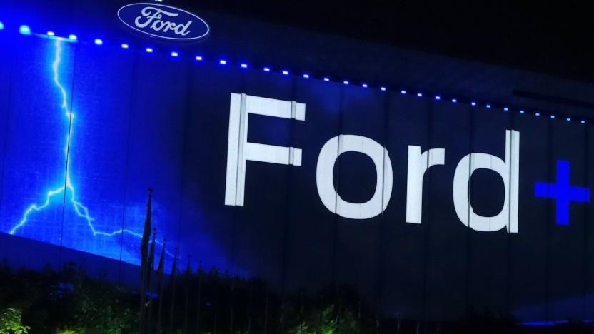 Außenwerbung anlässlich des Ford+ Events