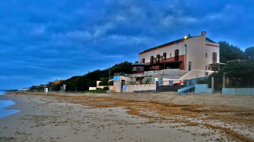 Fewo-Direkt wirbt mit der Vermietung von Strandhäusern und anderen Urlaubsdomizilen, doch beim Datenschutz mangelte es.