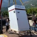 Erneuerbare Energien: Tesla baut stationären Stromspeicher für Inselkrankenhaus