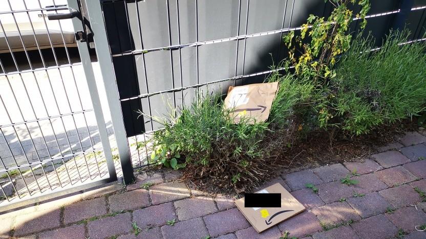 Läuft bei uns: Paket liegt sicher im Garten.