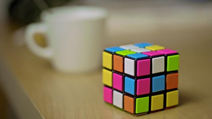 Ohne erkennbaren Zusammenhang fand sich ein Verweis auf eine Webseite mit Lösungstipps für Rubik-Cubes in einem Blogpost von Kaspersky.