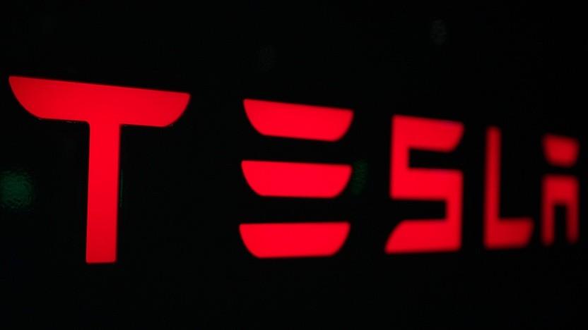 Tesla-Logo (Symboblild): Wie oft wurden Warnungen des Autopiloten ignoriert?