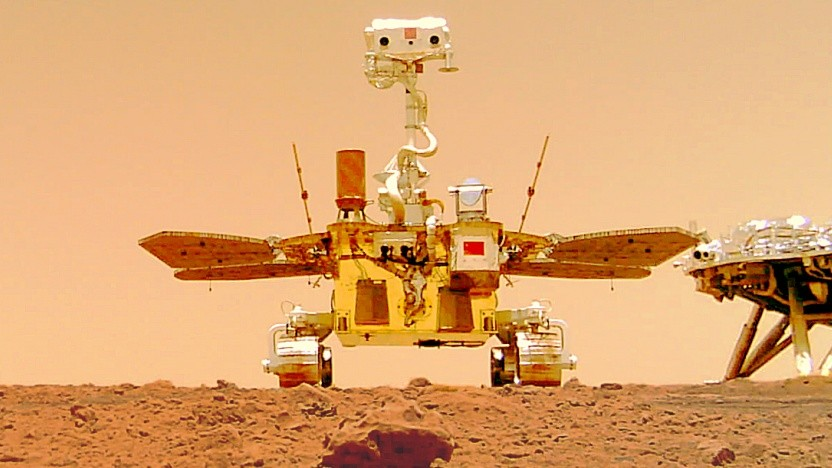 Der Marsrover Zhurong sendet Selfies durch das Sonnensystem.