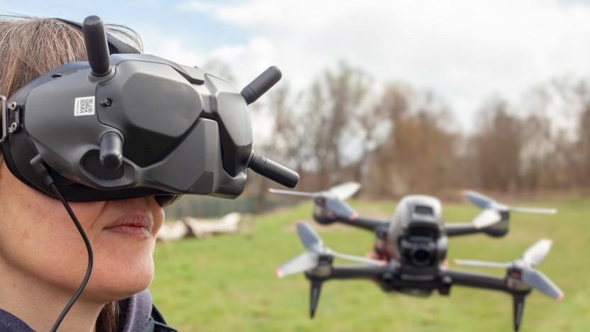 Sieht leicht albern aus, sorgt aber für guten Empfang: das Headset mit vier Antennen.