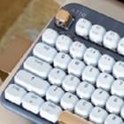 Kickstarter: Azio bringt drahtlose mechanische Tastatur im Retro-Design