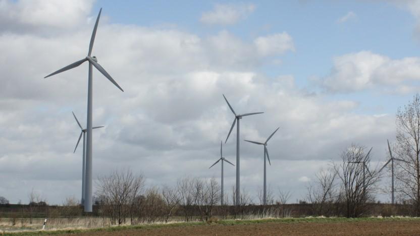 Windkraftanlagen sind wichtig für die Energiewende, ihre Rotorblätter lassen sich aber bisher nur schwer entsorgen.