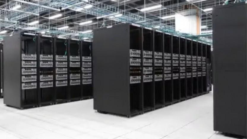 Andrej Karpathy zeigt Teslas Inhouse-Supercomputer.